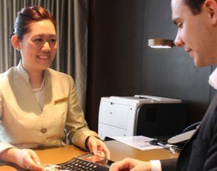 《酒店微觀》系列 –【專訪】 前堂部禮賓大使 輪班工作自由大   創意好奇抓機遇