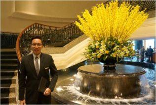 《酒店微觀》系列 –【專訪】款接部副經理   靠「笑」4年升副經理  酒店從業員享受輪班樂