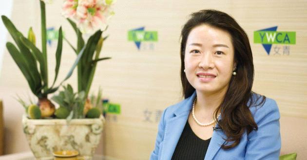 【專才投身NGO系列】從「跑數」到追求社會效益  專訪女青總幹事